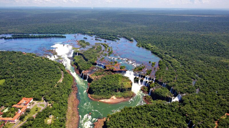 Die Iguazu-Wasserfälle aus der Luft © Diamir