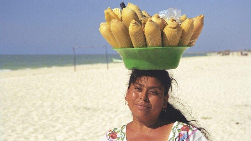 Maisverkäuferin in Celestún, Yucatan, Mexiko © Diamir