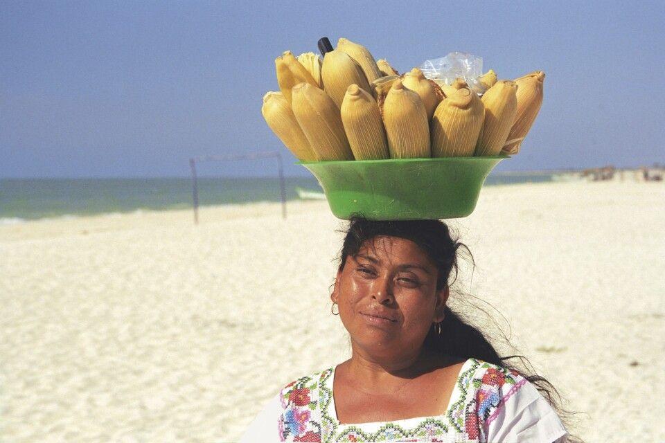 Maisverkäuferin in Celestún, Yucatan, Mexiko